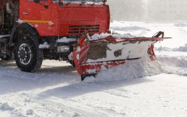 Should you hire a Snow Plowing Contractor or Do it Yourself