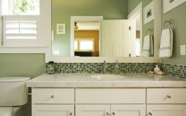 Single or double bathroom vanity: Which one should you choose?