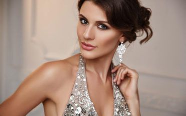 Stunning earrings collections at the Diamond Studs sale