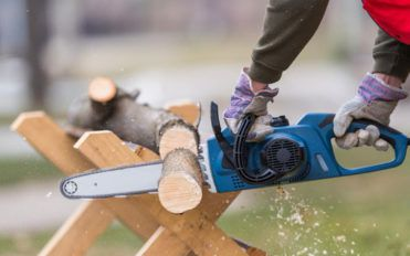 The benefits of using a petrol chainsaw