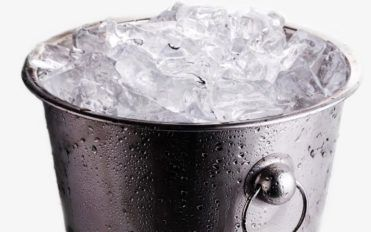Things to consider while buying ice makers