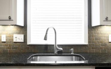 Things to consider while buying kitchen sinks