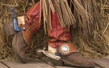 Tips on buying the right pair of cowgirl boots