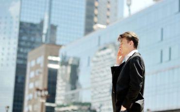 Tips to choose the right cell phone carrier for small business