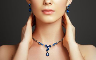 Tips to wear your jewelry elegantly