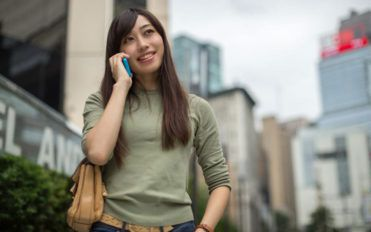 Top 2 international postpaid cell phone services for frequent travelers