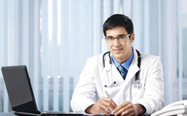 Top 4 criteria to use while looking for physician jobs online