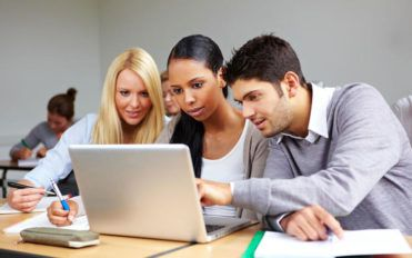 Top 4 reasons for taking English classes online