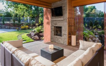 Ways to arrange TV and fireplace combo