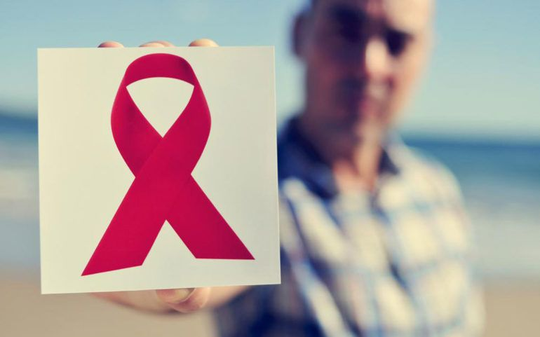 What are the causes and symptoms of AIDS?