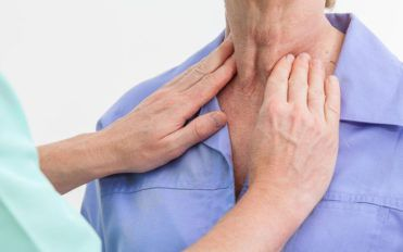 What are the common signs of an underactive thyroid