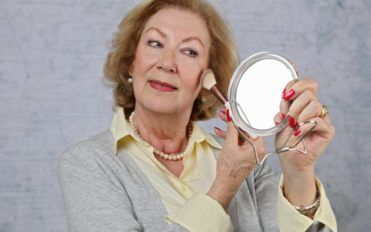 Which Are The Best Foundations For Aging Skin