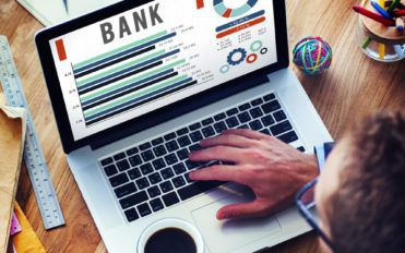 The Pros And Cons Of Investment With Banks And Financial Institutions