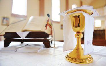 Main religious items used at a catholic mass